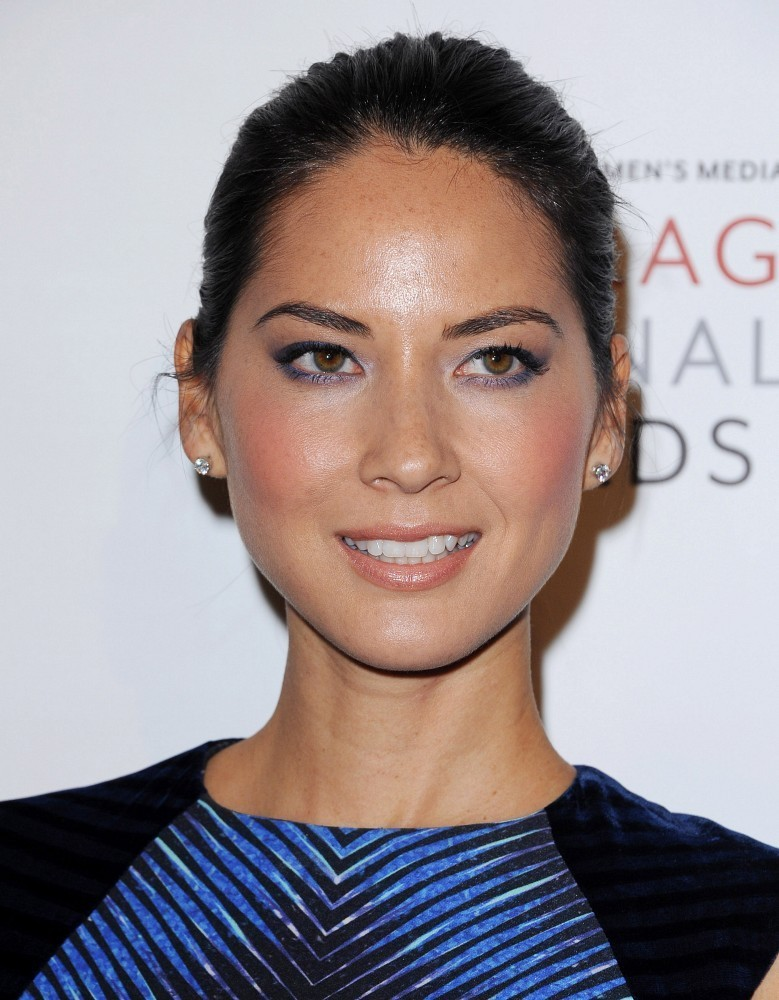 Olivia Munn red carpet make up smokey eye
