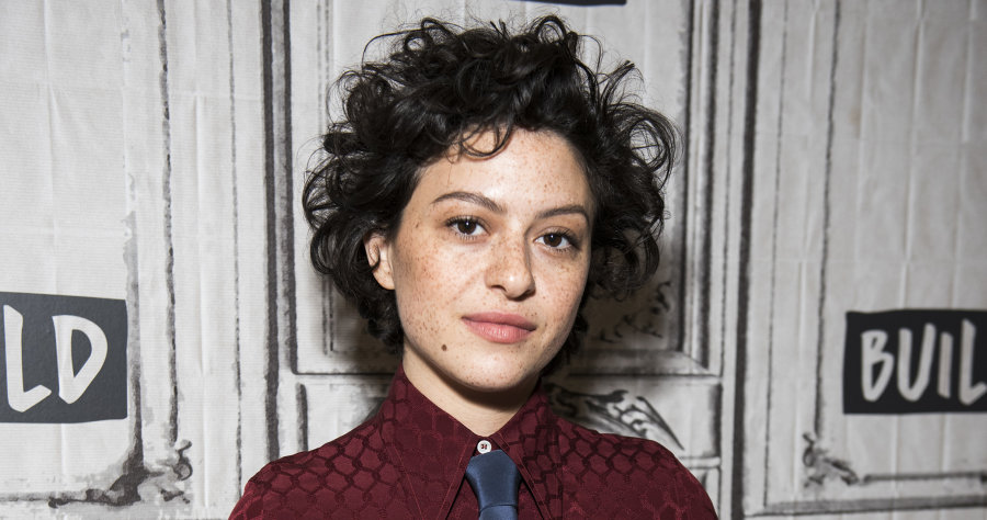 alia shawkat arrested development transparent search party short curly hair natural androgynous freckles makeup