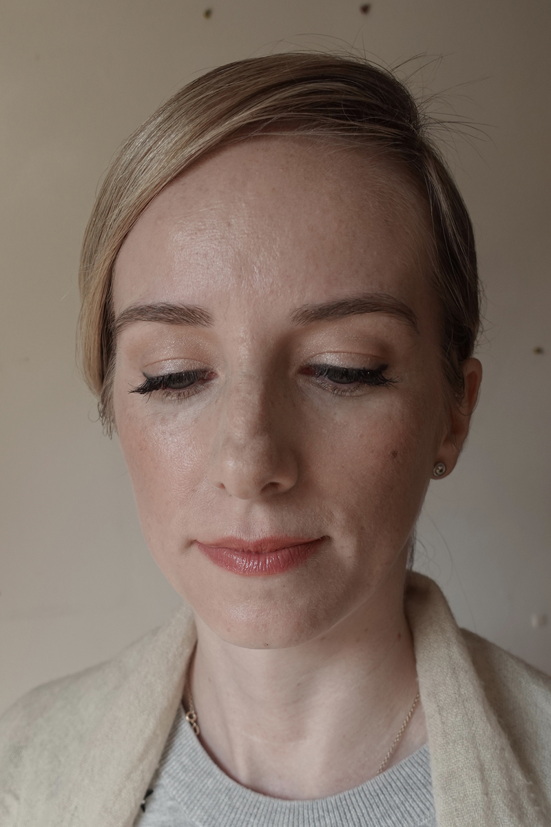 CHIC UP DO WITH SIDE PARTING AND A CLASSIC NO- MAKEUP MAKEUP FOR A GARDEN WEDDING